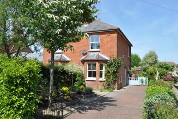South Farnham Victorian semi detached house in Farnham sold by Trueman & Grundy