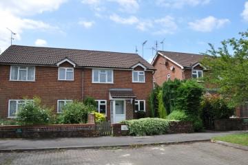 Farnham property for sale close to Farnham station sold by Trueman & Grundy