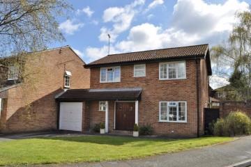 Farnham property sold Badshot Lea detached house 4 bedrooms