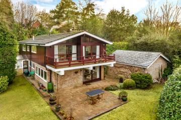 Boundstone south Farnham 4 bedroom detached house sold by Trueman & Grundy