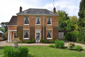 South Farnham period property character house sold by Trueman & Grundy