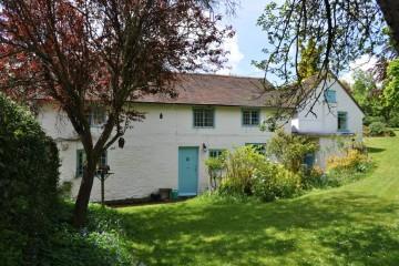 Tilford village Farnham sold by Trueman & Grundy