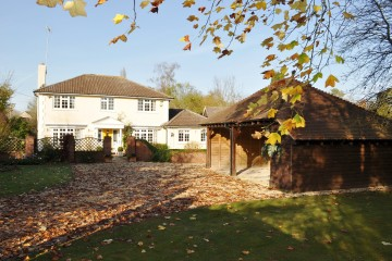 Family house in Crondall village sold by Trueman & Grundy