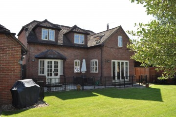 Farnham property for sale Crondall village 3 bedroom house sold by Trueman & Grundy