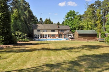 Longland House Frensham Vale South Farnham detached family house swimming pool south farnham school estate agents in farnham sold