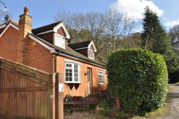 Ewshot laburnum cottage estate agents in farnham sold