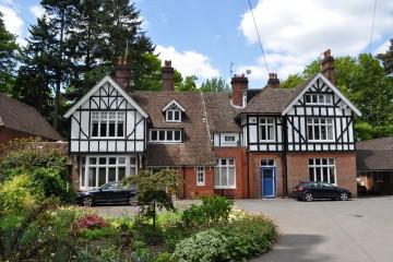 Hindhead flat sold by Trueman & Grundy