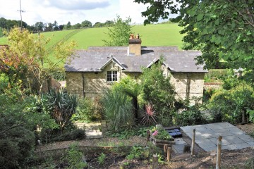 Farnham property character cottage Crondall Lane Dippenhall sold house Character 3 bedroom cottage in Dippenhal sold by Trueman & Grundy