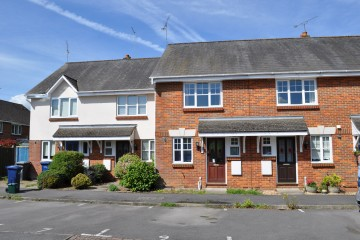 Farnham town 2 bedroom house walk of shops sold by Trueman & Grundy