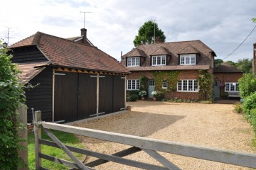 Character cottage in Elstead village farnham sold by Trueman & Grundy