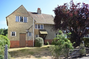 25 Alfred Road Farnham close to station walking distance of town centre sold family house