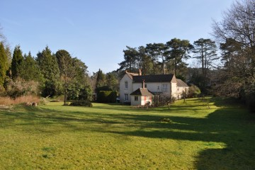South Farnham in need of modernisation large family house in Farnham sold by Trueman & Grundy