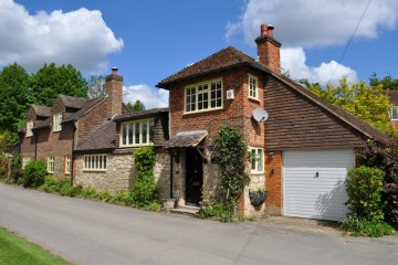 Old Park Lane Close to Farnham town and Farnham castle sold by Trueman & Grundy