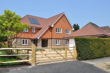 New Birnham Oak detached house Farnham sold by Trueman and Grundy estate agents in farnham